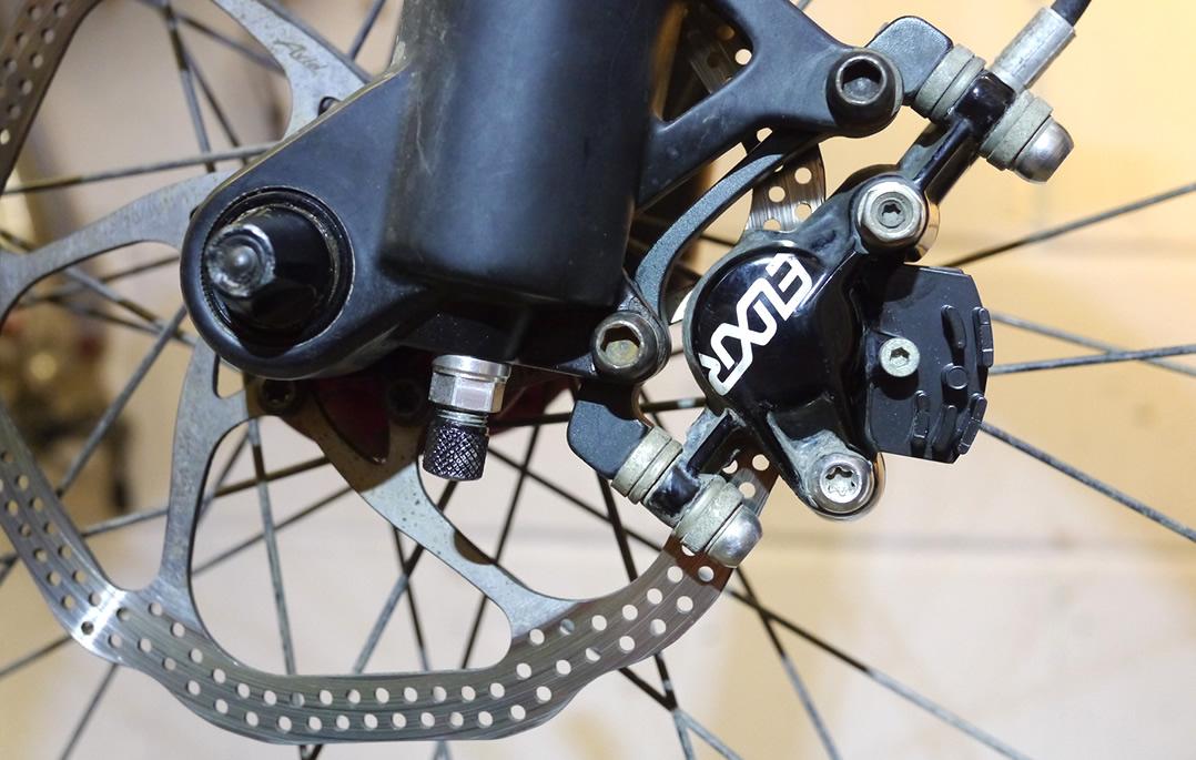 Uberbike Finned Brake Pads Mounted